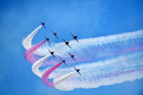نمایش تیم آکروباتیک هوایی بریتانیا در نمایشگاه هوا و فضا در چین
