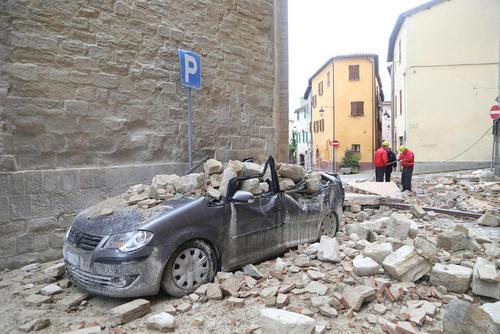 خرابی های ناشی از زلزله در شهرهای کامرینو و والنرینا در مرکز ایتالیا