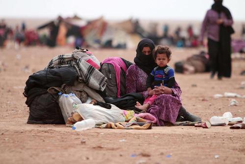 پناهجویان عراقی گریخته از جنگ موصل در مرز عراق و سوریه