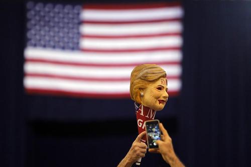 گردهمایی حامیان دونالد ترامپ نامزد انتخابات ریاست جمهوری آمریکا در شهر فینیکس ایالت آریزونا