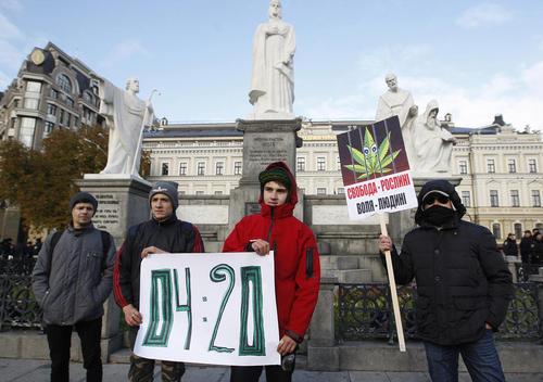 تجمع حامیان قانونی کردن مصرف ماریجوانا در شهر کی یف اوکراین