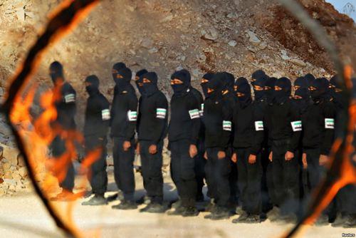 تمرین نیروهای مسلح مخالف حکومت سوریه در شهر ادلب