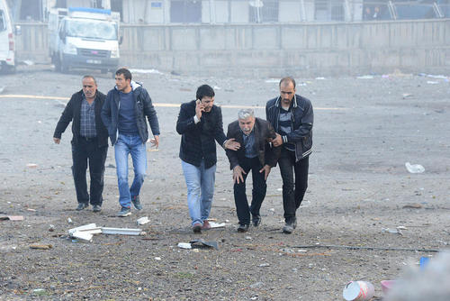 8 کشته و دستکم 100 زخمی در انفجار خودروی بمب گذاری شده در شهر دیاربکر ترکیه