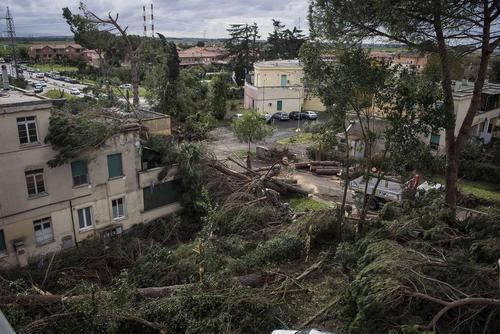 خسارت های توفان در شمال شهر رم