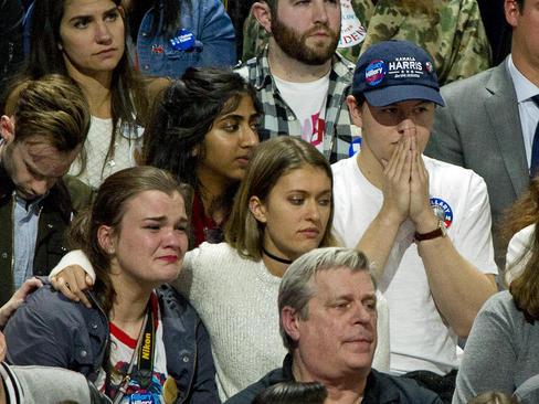 ناراحتی حامیان کلینتون در ستاد او در شهر نیویورک