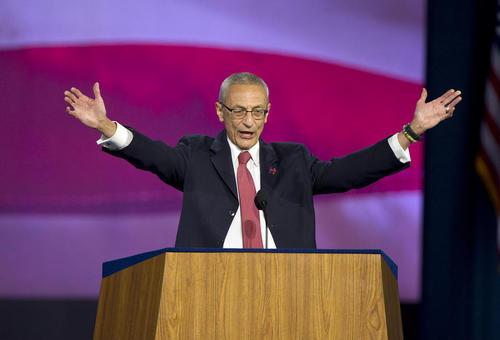 سخنرانی رییس ستاد کلینتون در جمع اعضای ستاد در نیویورک