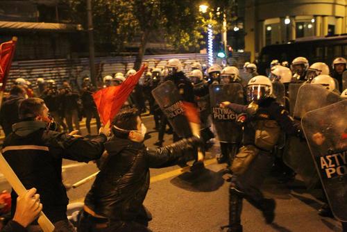 تظاهرات چپ ها و آنارشیست های یونانی در اعتراض به سفر باراک اوباما به این کشور – آتن