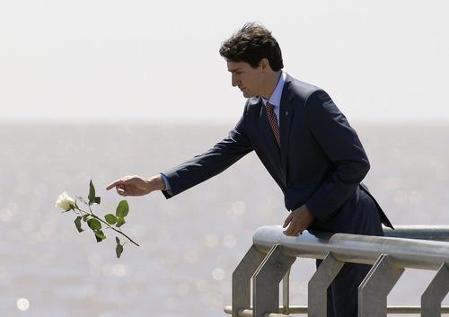 ادای احترام نخست وزیر کانادا به قربانیان مبارزه با رژیم دیکتاتوری در آرژانتین در جریان سفرش به این کشور