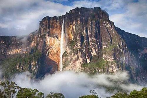 آبشار آنجل در ونزوئلا، 3212 پا