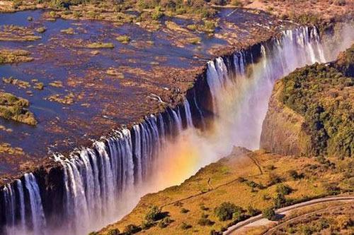 آبشار ویکتوریا، زامبیا و زیمبابوه،355 پا