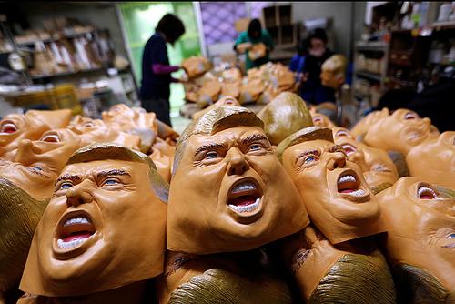 کارگاه تولید ماسک های رییس جمهور منتخب آمریکا در سایتاما ژاپن